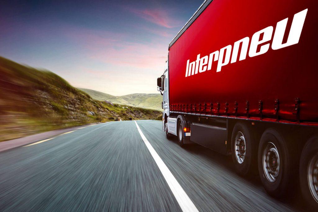 Interpneu Laster auf Straße