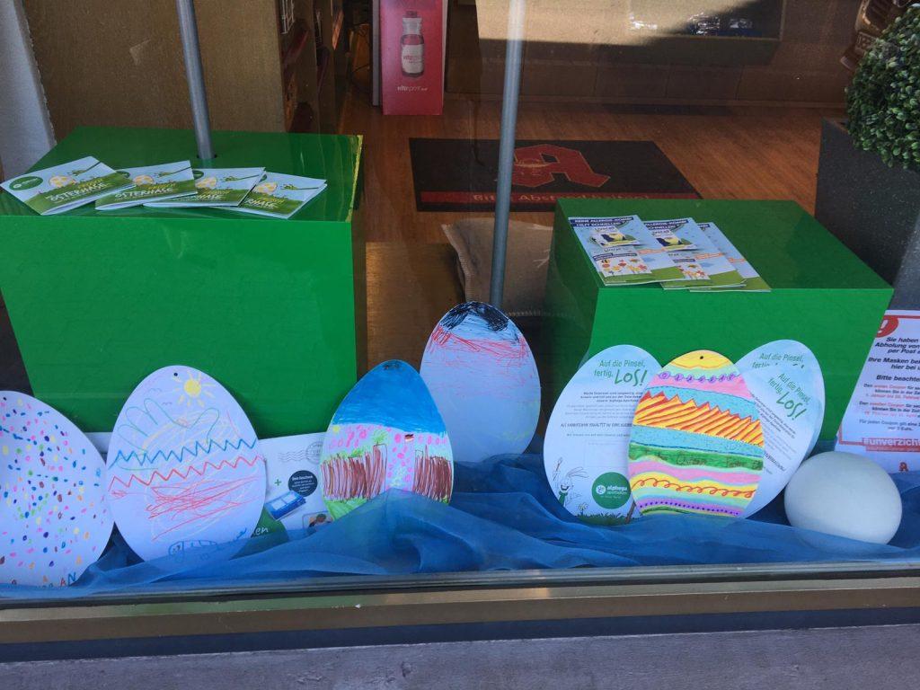 Schaufenster mit bemalten Eiern